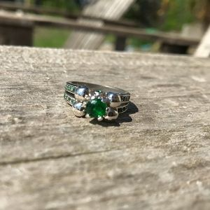 Jewelry - Green stone skull ring